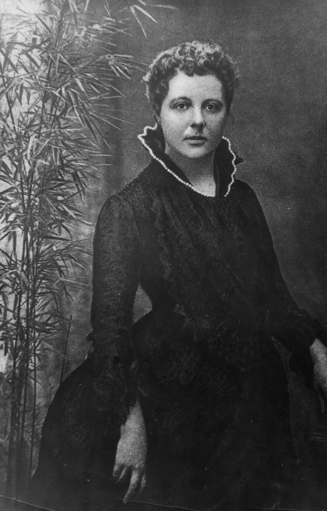 Annie Besant, by H.S. Mendelssohn, London, around 1885 smaller