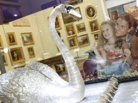 mother and child looking at swan Bowes Museum